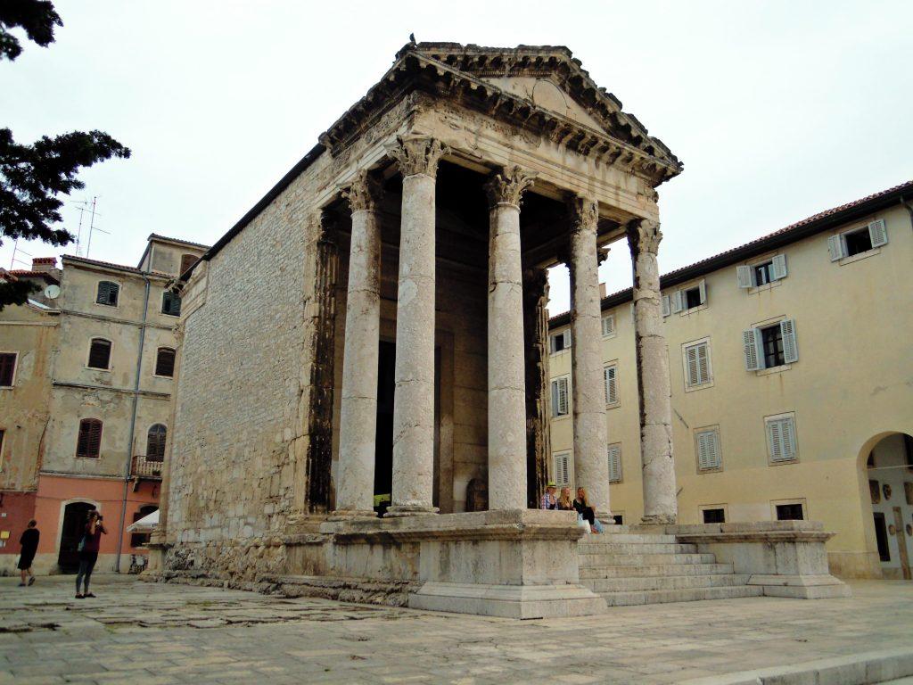 Apolonov hram, Pula