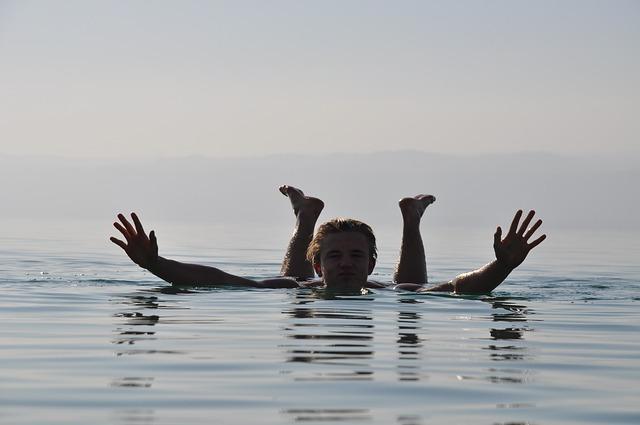 mrtvo-more-plivanje