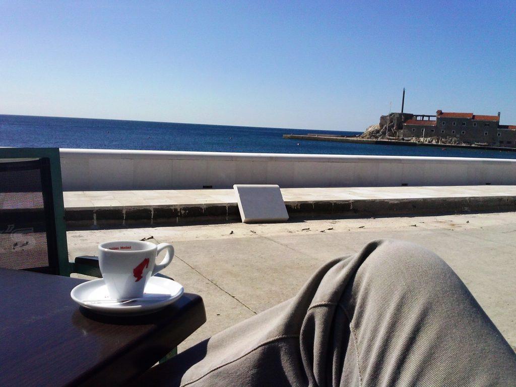 kafa u petrovcu, pogled na more