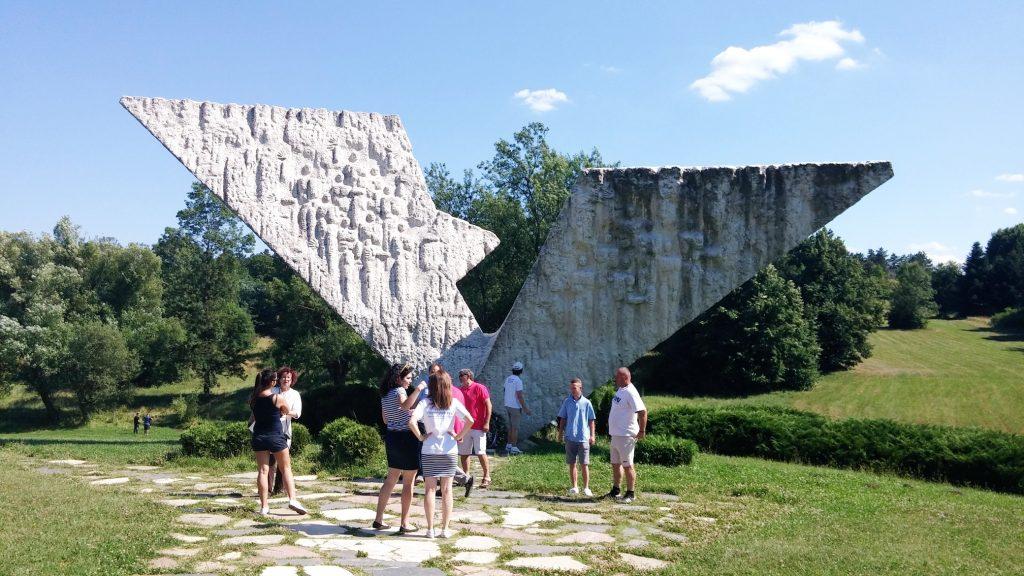 spomenik šumarice kragujevac