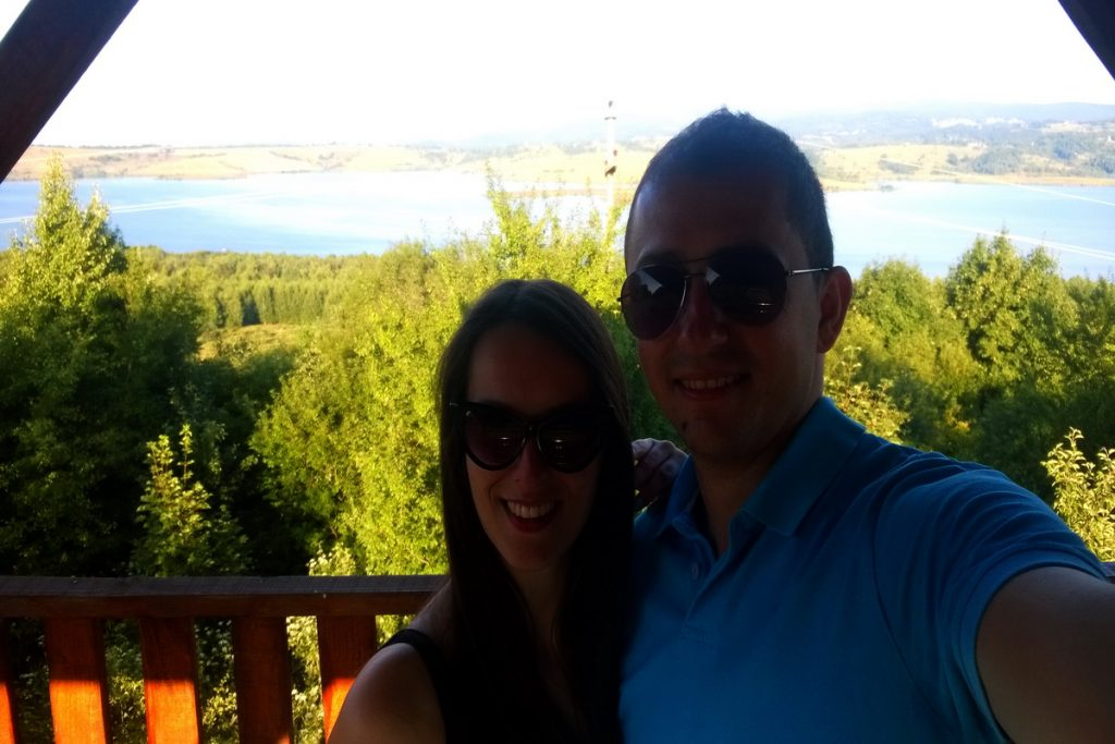 selfi na vidikovcu vlasinsko jezero