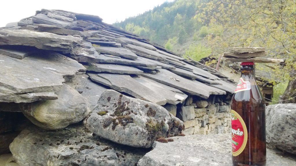 gostuša, kameno selo