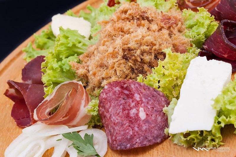 zlatiborski specijaliteti - sir i čvarci