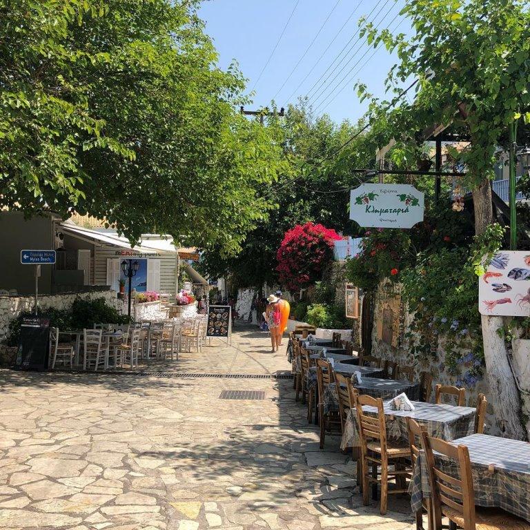 Agios nikitas ulica