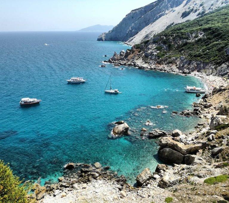 Plaža i tvrđava Kastro